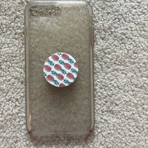 cute phone case with pineapple pop socket!